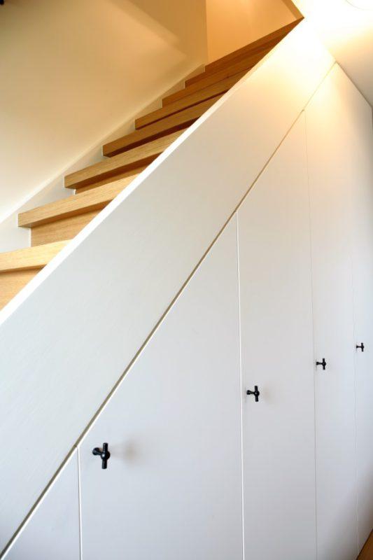 Nuttige opbergruimte onder de trap